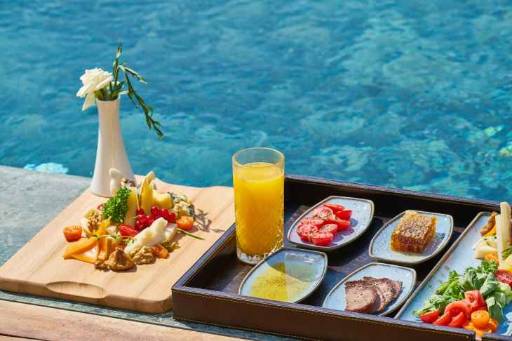 Meal on the water - Maldives